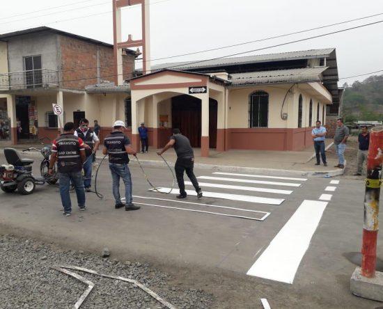 La señalización se realizó mediante un trabajo articulado entre la Junta Parroquial y la Dirección de Tránsito Municipal.